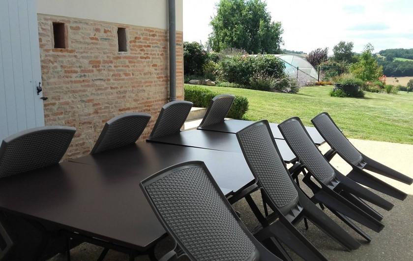Location de vacances - Chambre d'hôtes à Auty - Terrasse avec plancha et vue sur le jardin paysagé