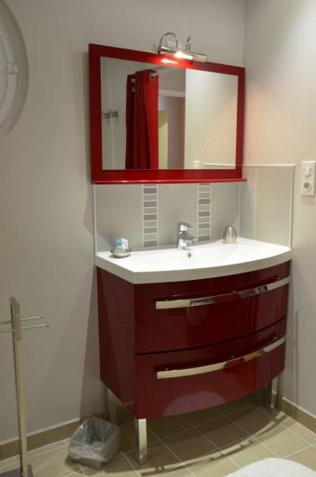 """Location de vacances - Chambre d'hôtes à Auty - Salle d""""eau chambre Mésange"""