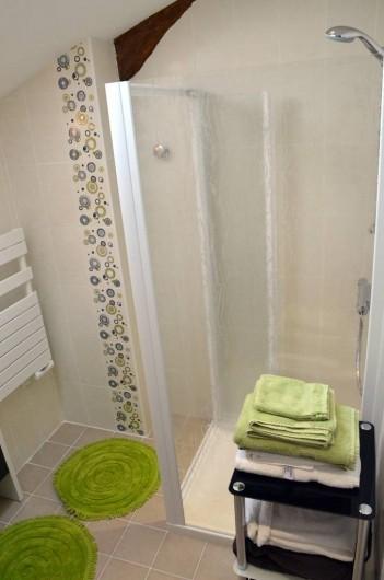 Location de vacances - Chambre d'hôtes à Auty - Salle d'eau de la chambre Hirondelle