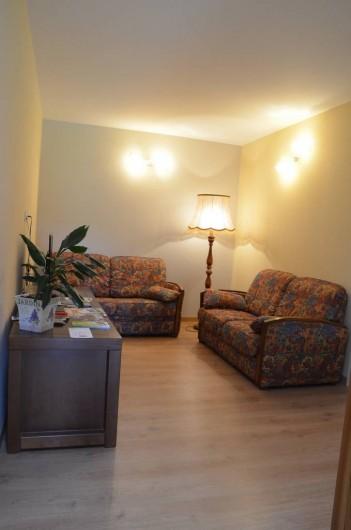 Location de vacances - Chambre d'hôtes à Auty - Salon sur le palier aux chambres à l'étage