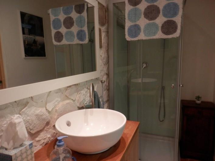 Location de vacances - Chambre d'hôtes à Faycelles - La salle de douche...