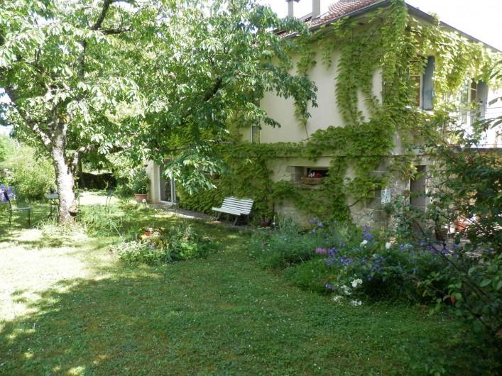 """Location de vacances - Chambre d'hôtes à Faycelles - Bienvenue à la chambre d'hôtes """"Bleus-Lumière""""."""