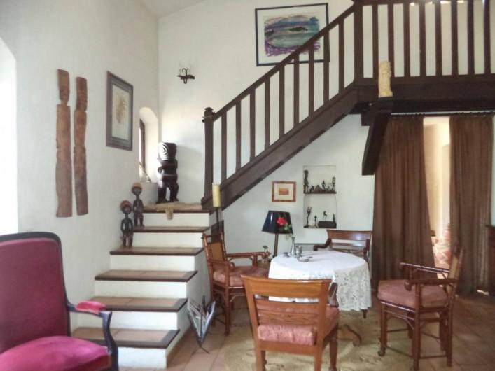 Location de vacances - Villa à Mandelieu-la-Napoule - accès à la mezzanine et chambre du haut