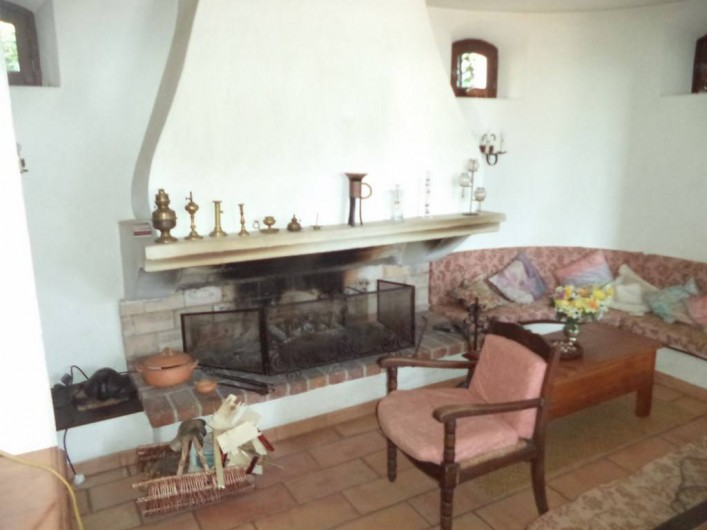 Location de vacances - Villa à Mandelieu-la-Napoule - le coin feu et télévision