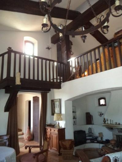 Location de vacances - Villa à Mandelieu-la-Napoule - mezzanine et porte de la chambre du haut