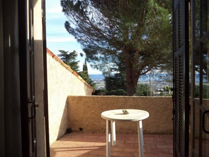 Location de vacances - Villa à Mandelieu-la-Napoule - terrasse devant chambre du haut