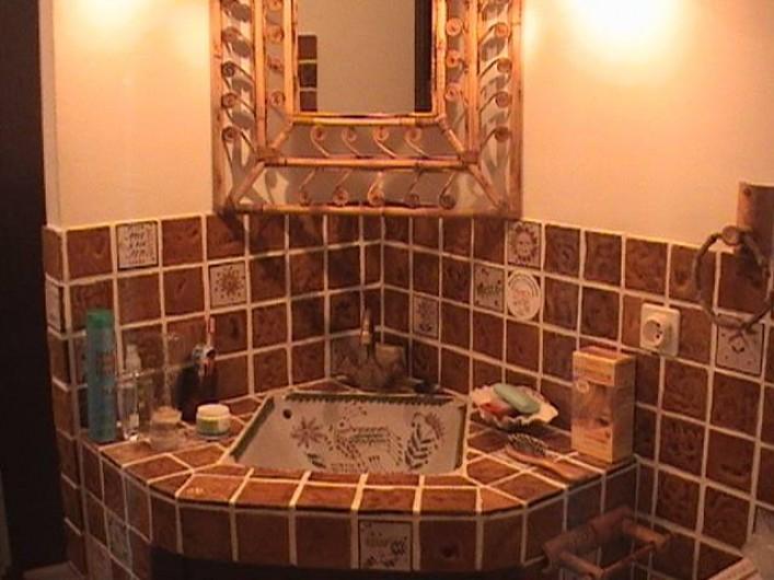 Location de vacances - Villa à Mandelieu-la-Napoule - autre salle de douche provençale