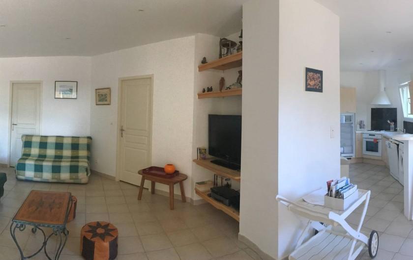 Location de vacances - Appartement à Villeneuve-lès-Avignon - Salon et cuisine américaine