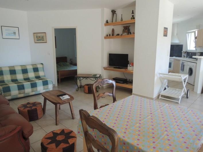 Location de vacances - Appartement à Villeneuve-lès-Avignon - Le BZ (à carreaux) (très bon couchage ) de 140 X190 La TV