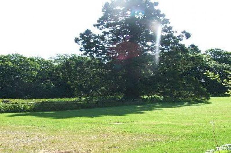 Location de vacances - Maison - Villa à Franchesse - Vue sur une partie du parc