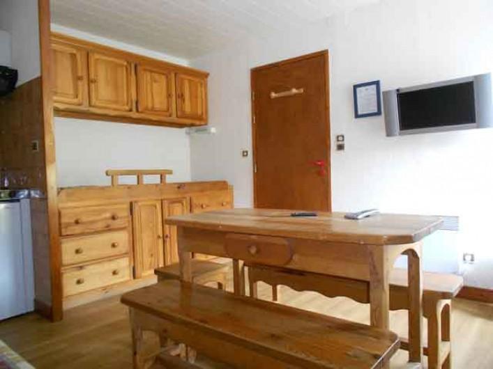 """Location de vacances - Gîte à La Bresse - Gite """"les champis"""" 25 m2 . 2 pièces. vue séjour cuisine"""