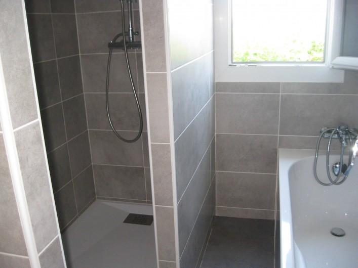Location de vacances - Appartement à Ahetze - douche à l'italienne et baignoire à la salle de bains