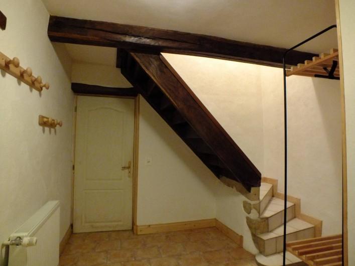 Location de vacances - Gîte à Saint-Bonnet-de-Cray - Accès à l'étage, et porte donnant accès au garage.