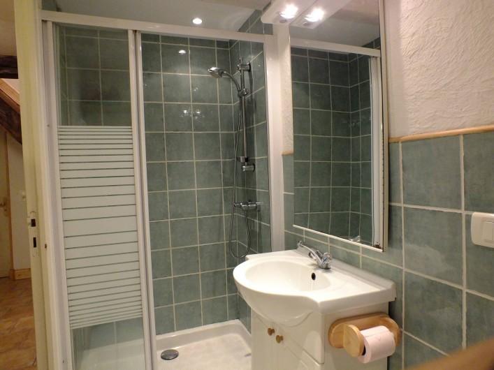 Location de vacances - Gîte à Saint-Bonnet-de-Cray - Salle de bain