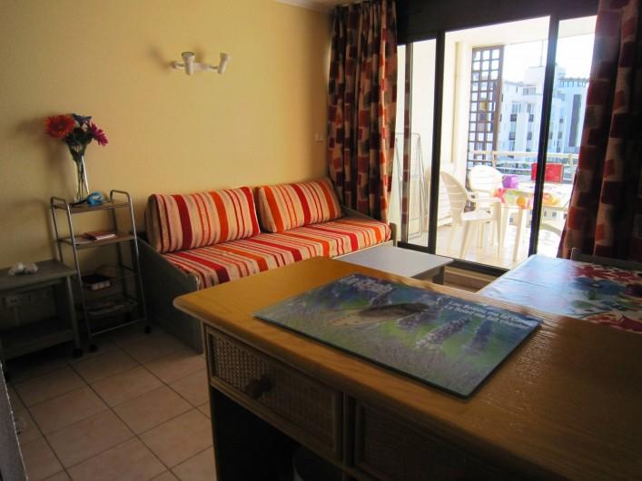 Location de vacances - Appartement à Le Cap d'Agde - Le canapé -gigogne du salon