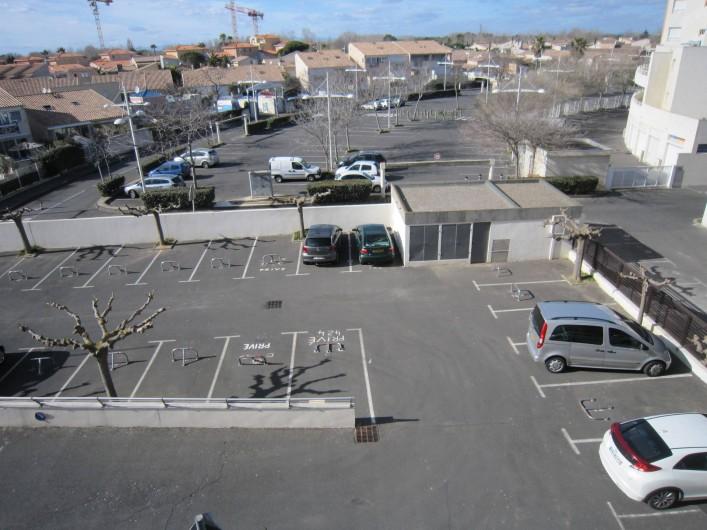 Location de vacances - Appartement à Le Cap d'Agde - Parking privé