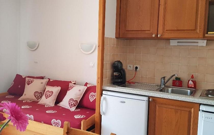 Location de vacances - Appartement à La Joue du Loup - le coin salon et cuisine