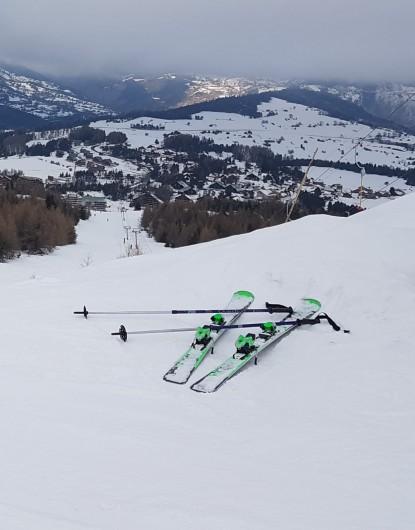 Location de vacances - Appartement à La Joue du Loup - Vue de la station de ski de la Joue du Loup du haut des piste, en bas la station