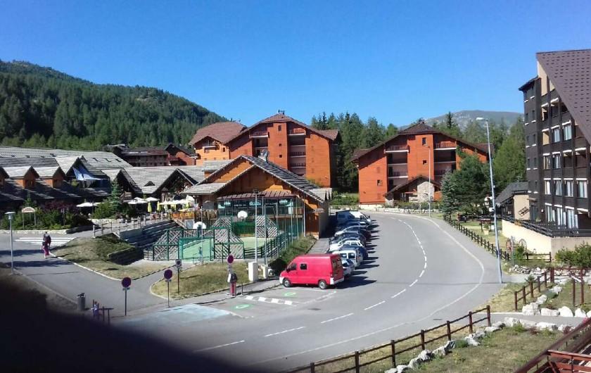 Location de vacances - Appartement à La Joue du Loup - Vue du balcon, le centre de station