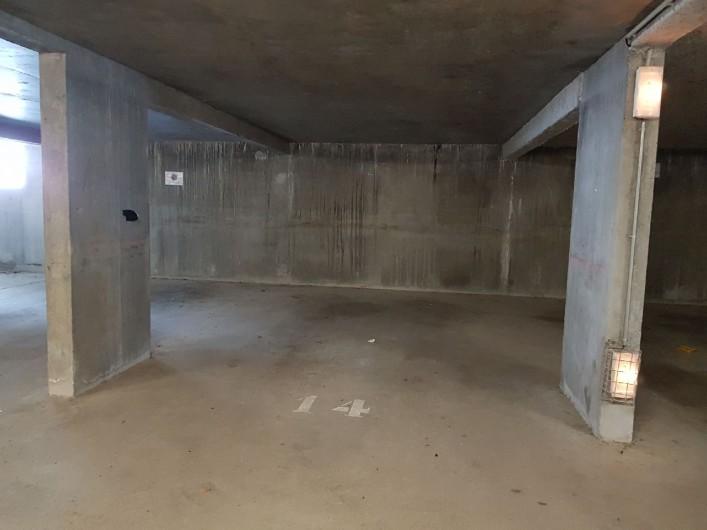Location de vacances - Appartement à La Joue du Loup - le parking souterrain