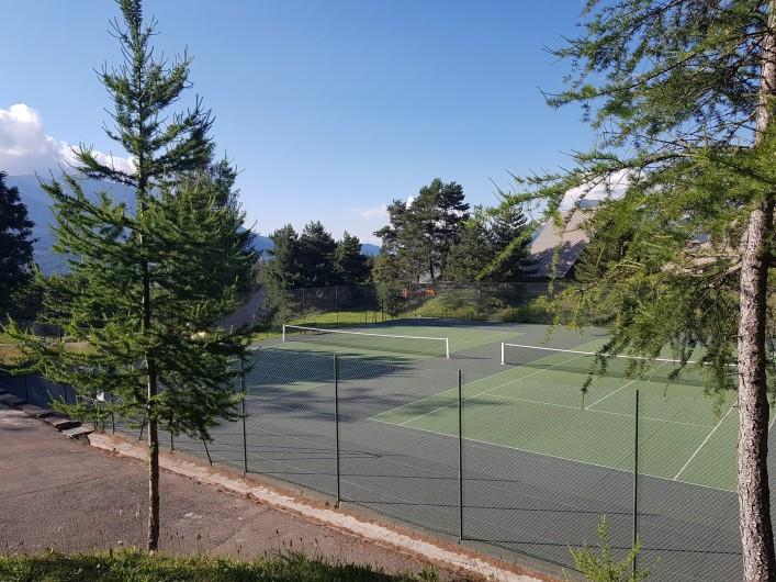 Location de vacances - Appartement à La Joue du Loup - Tennis
