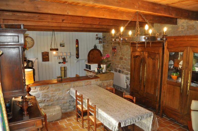 Location de vacances - Gîte à Lanvellec - Ty Coz - séjour rustique avec meubles bretons