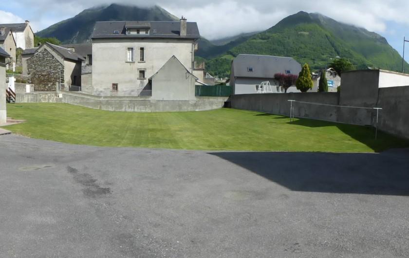 Location de vacances - Gîte à Esquièze-Sère - Terrain jeux  fermé pour ballon / attenant aux 3 gîtes