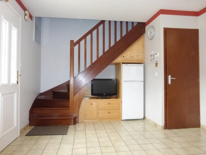 Location de vacances - Gîte à Esquièze-Sère - Entrée intérieure  coin TV