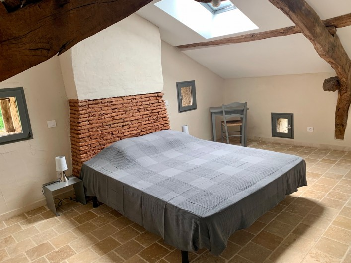 Location de vacances - Gîte à Saint-Antonin-Noble-Val - dortoir 7 lits simples