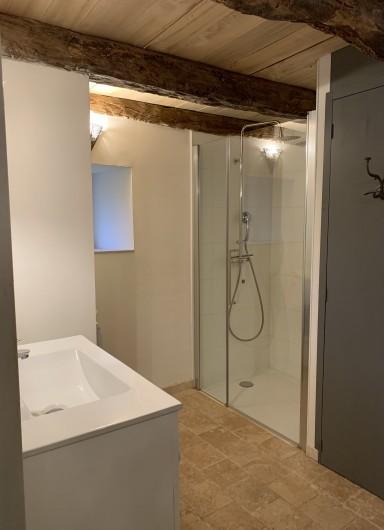 Location de vacances - Gîte à Saint-Antonin-Noble-Val - chambre quadruple: 1 lit double 160x200 + 2 lits simples 90x200