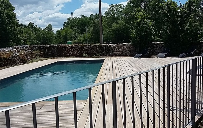 Location de vacances - Gîte à Saint-Antonin-Noble-Val - piscine clôturée aux normes en vigueur
