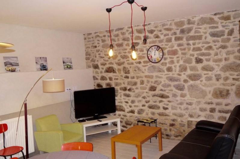 Location de vacances - Gîte à Bécherel - Salon avec téléviseur et borne wifi