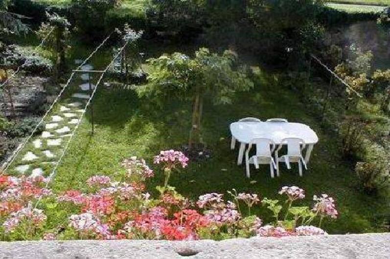 Location de vacances - Gîte à Bergheim - le jardin, l'arbre a bien grandi !