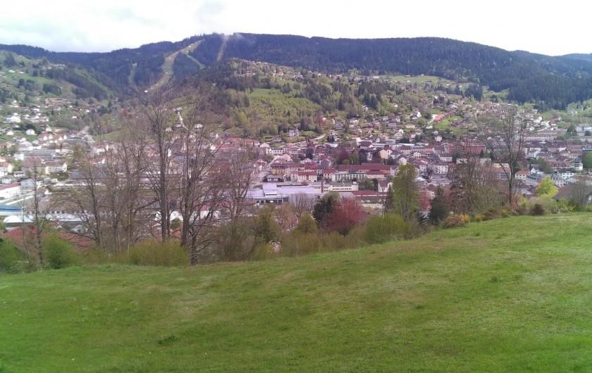 Location de vacances - Studio à Gérardmer - vue sur le studio depuis le balcon