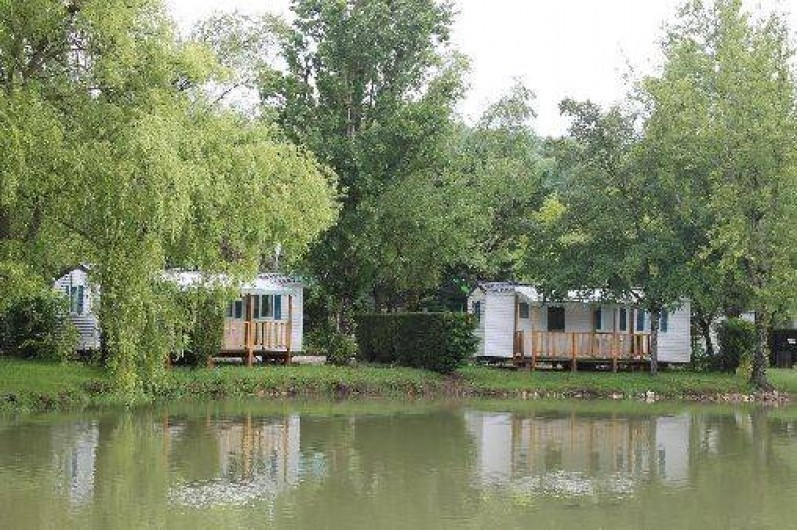 Location de vacances - Camping à Damiatte - mobil home en bord d'étang