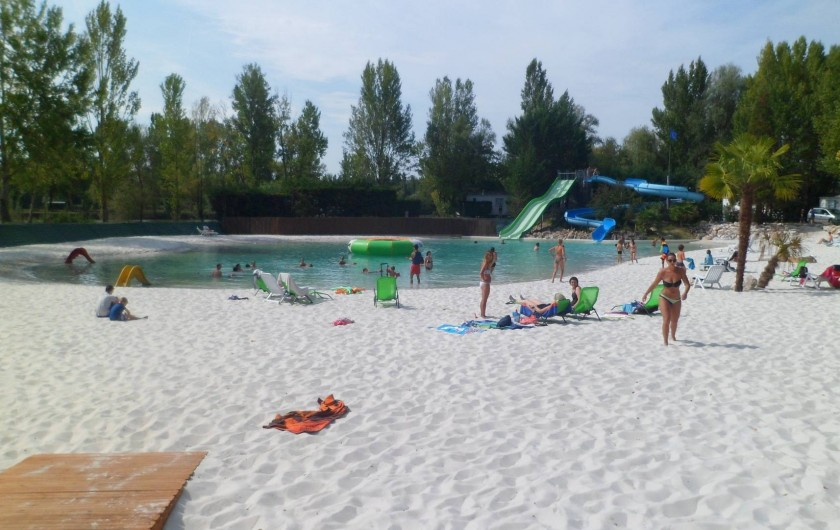 Location de vacances - Camping à Damiatte - notre lagon et sa plage de sable blanc
