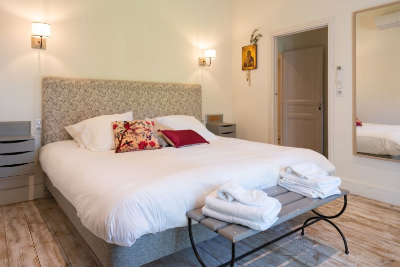 Location de vacances - Mas à Saint-Rémy-de-Provence - Chambre avec lit 200/200 et sa salle d'eau privée