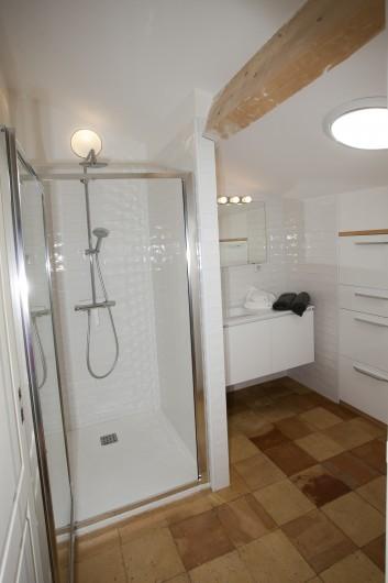 Location de vacances - Mas à Saint-Rémy-de-Provence - salle d'eau du 2eme étage pour 2 chambres