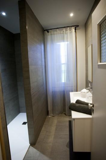 Location de vacances - Mas à Saint-Rémy-de-Provence - salle d'eau pour 2 chambres