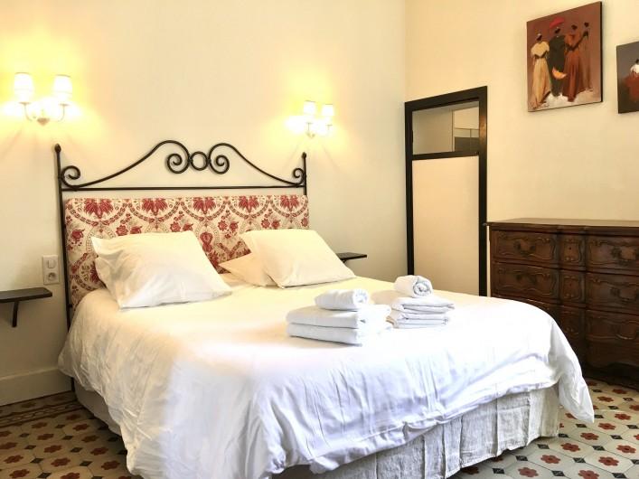 Location de vacances - Mas à Saint-Rémy-de-Provence - Une chambre avec lit 160/200 et sa salle d'eau privée au mas des  Pampres