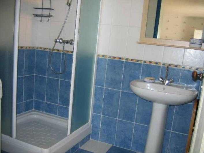 Location de vacances - Appartement à Argelès-Gazost - salle de bain indépendante