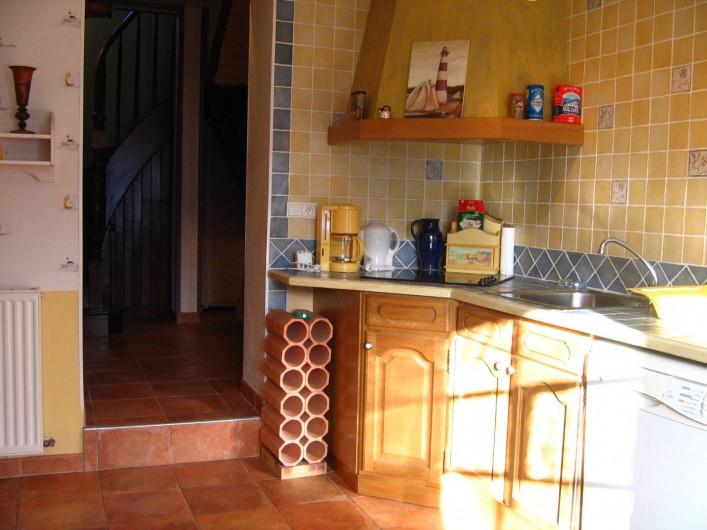 Location de vacances - Appartement à Argelès-Gazost - cuisine indépendante au fond l'entrée