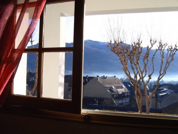 Location de vacances - Appartement à Argelès-Gazost - fenêtre de la salle à manger