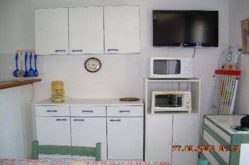 location d 39 une villa mitoyenne au grau du roi port camargue dans le languedoc roussillon. Black Bedroom Furniture Sets. Home Design Ideas