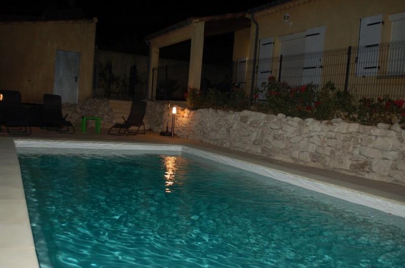 Location de vacances - Villa à Les Granges-Gontardes - Piscine de nuit