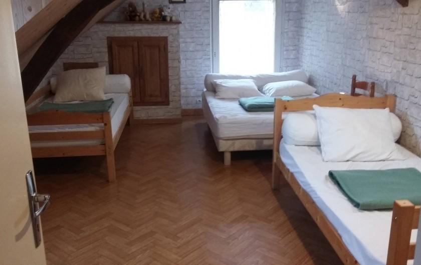Location de vacances - Gîte à Huillé - Chambre pour 5 personnes avec 4 lits