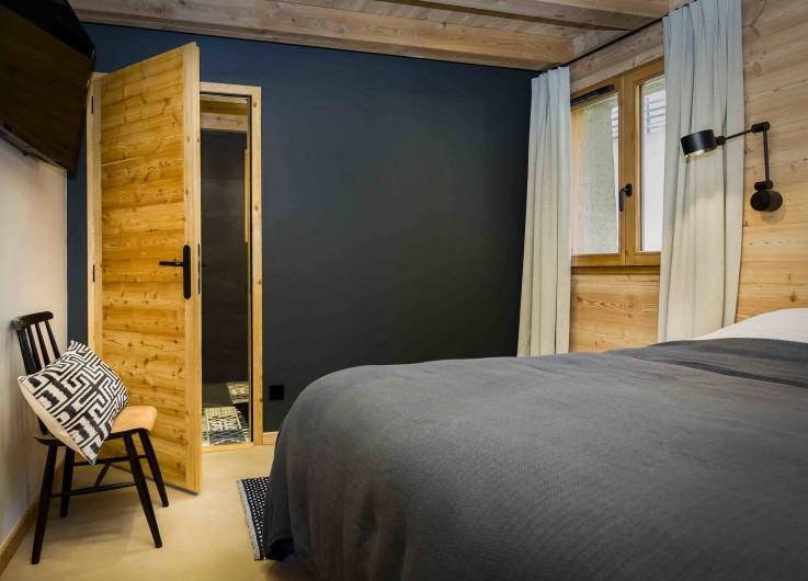 Location de vacances - Chalet à Vars - Chambre 1 avec Salle de Bain privée et TV
