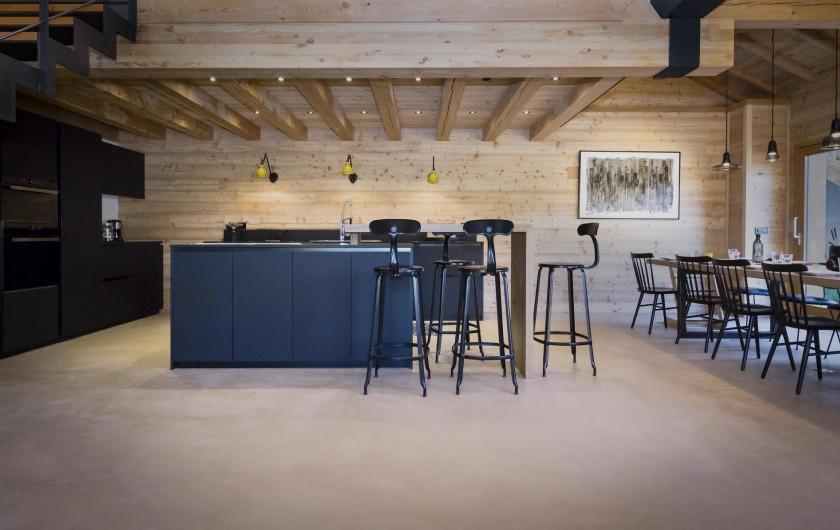 Location de vacances - Chalet à Vars - Cuisine ouverte et table pour 16 personnes