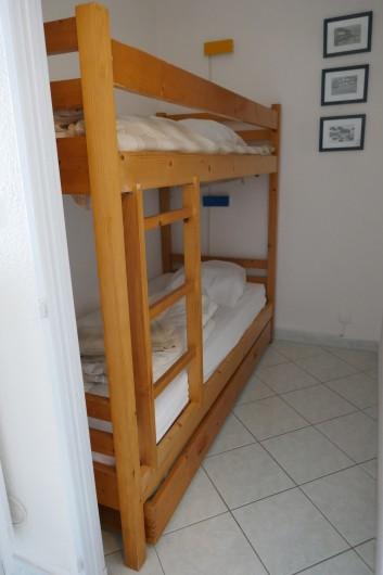 Location de vacances - Appartement à La Grande-Motte - alcove avec 2 lits superposés, possibilité d'un troisième