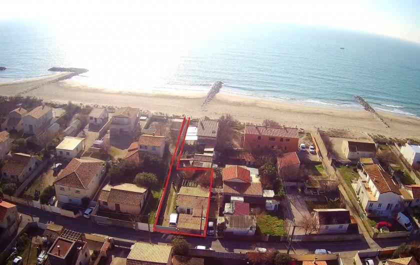 Location de vacances - Villa à Frontignan - Vue aérienne de la maison avec son accés privé à la plage
